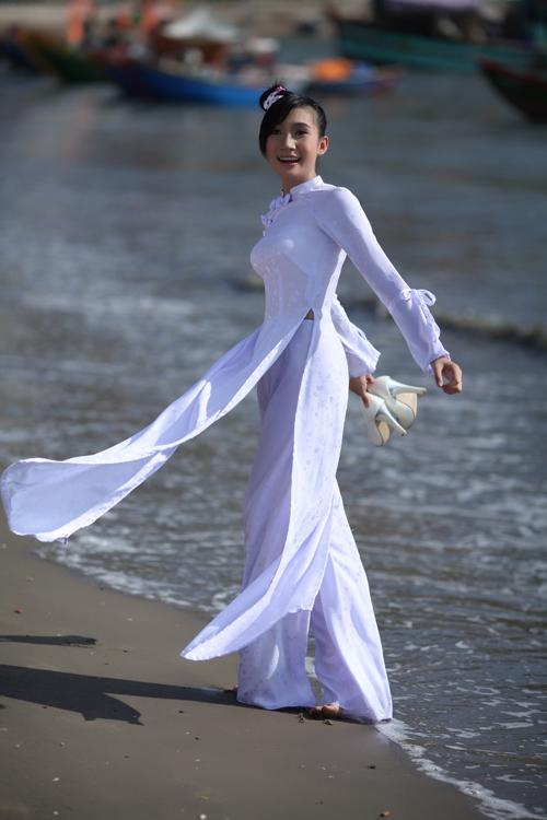 Áo dài trắng nữ sinh 12743310
