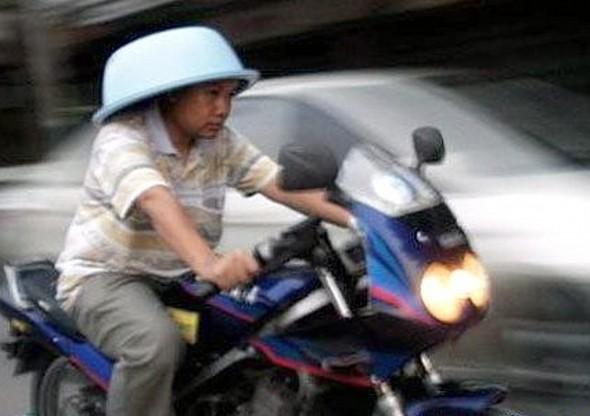 Mũ bảo hiểm tự chế F8a04610