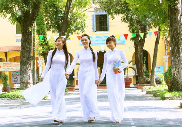 Áo dài trắng nữ sinh Images49