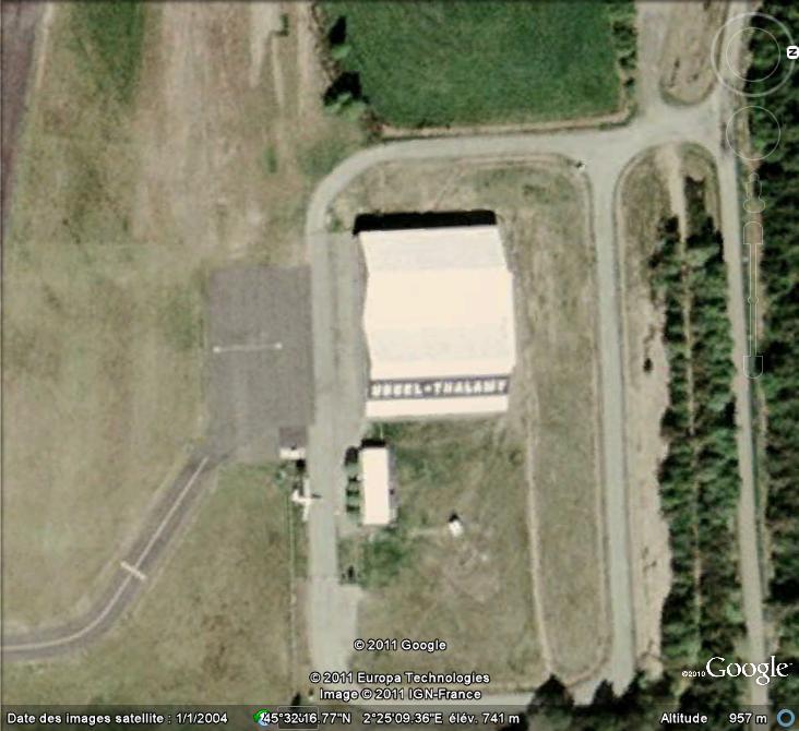 Les inscriptions et écritures sur aérodromes et aéroports - Page 6 Acritu10