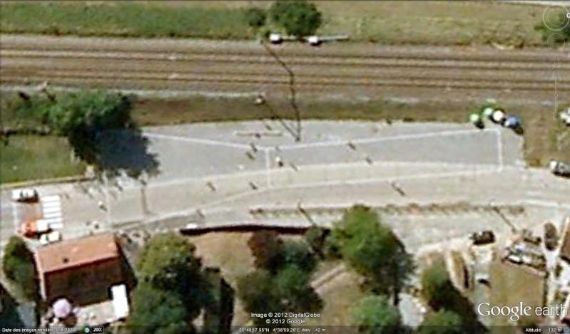 Fêtes, concerts et autres attroupements sur Google Earth  Belote10