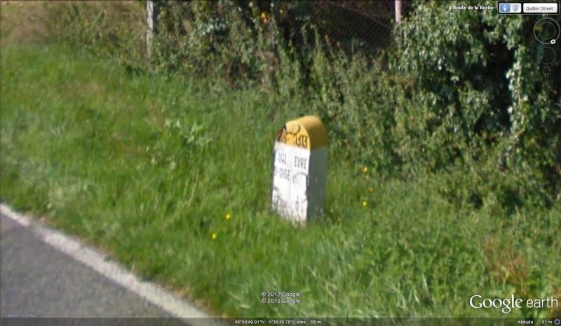 STREET VIEW : borne routière qui marque la frontière entre des départements Borne_12