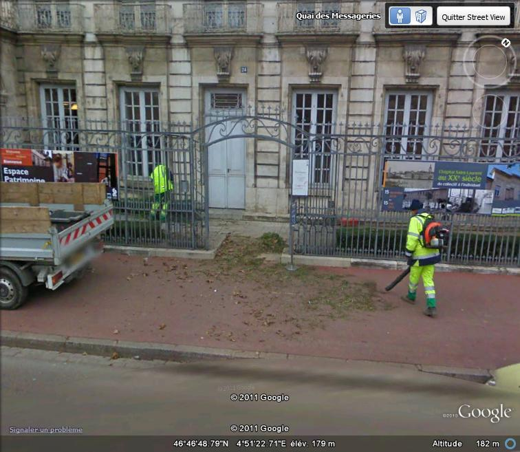 STREET VIEW : les gens nettoient  Nettoy11