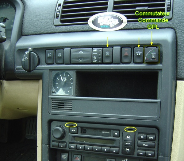 Commutateurs de la planche de bord: Démontage de la console Consol10