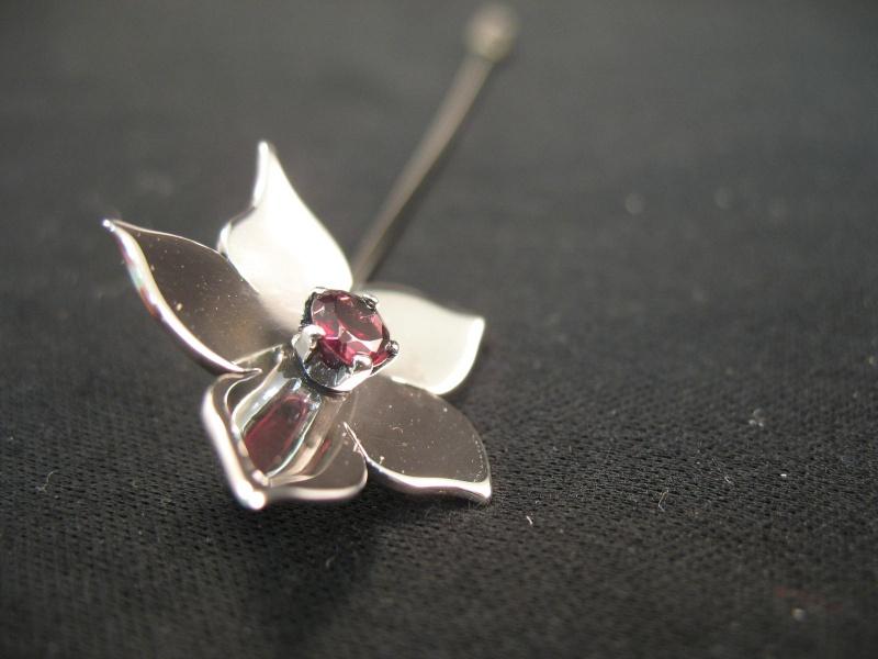 Epingle Fleur - Argent, maillechort et grenat Epingl10