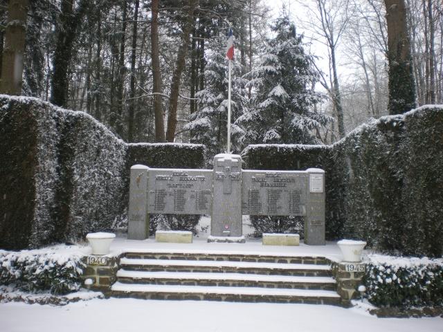 Mémorial Buckmaster de ma commune .  Imgp4234