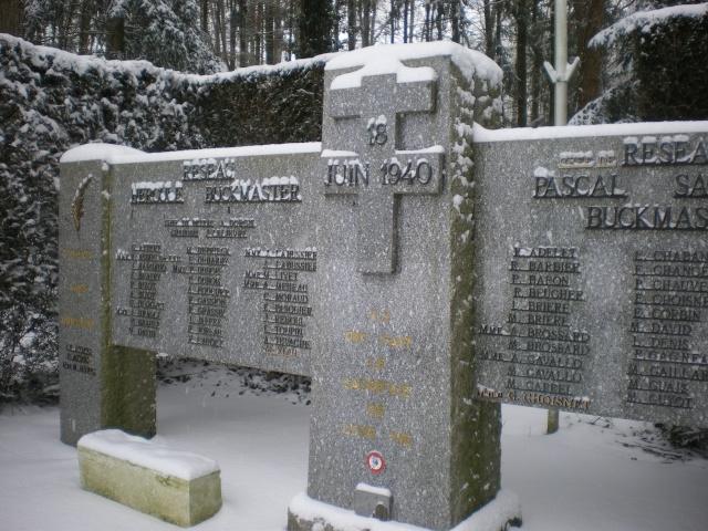 Mémorial Buckmaster de ma commune .  Imgp4235
