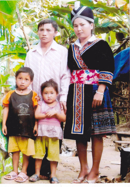 Tua me nyuam Hmoob txi dab / Hmong boy for sacrifice 80928510