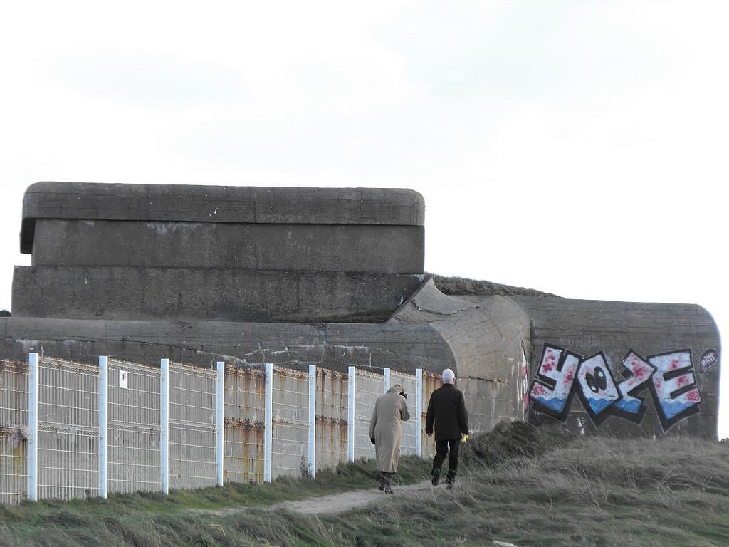 [Histoires et Histoire] Fortifications et ouvrages du mur de l'atlantique (Sujet unique) - Page 4 Bloc410