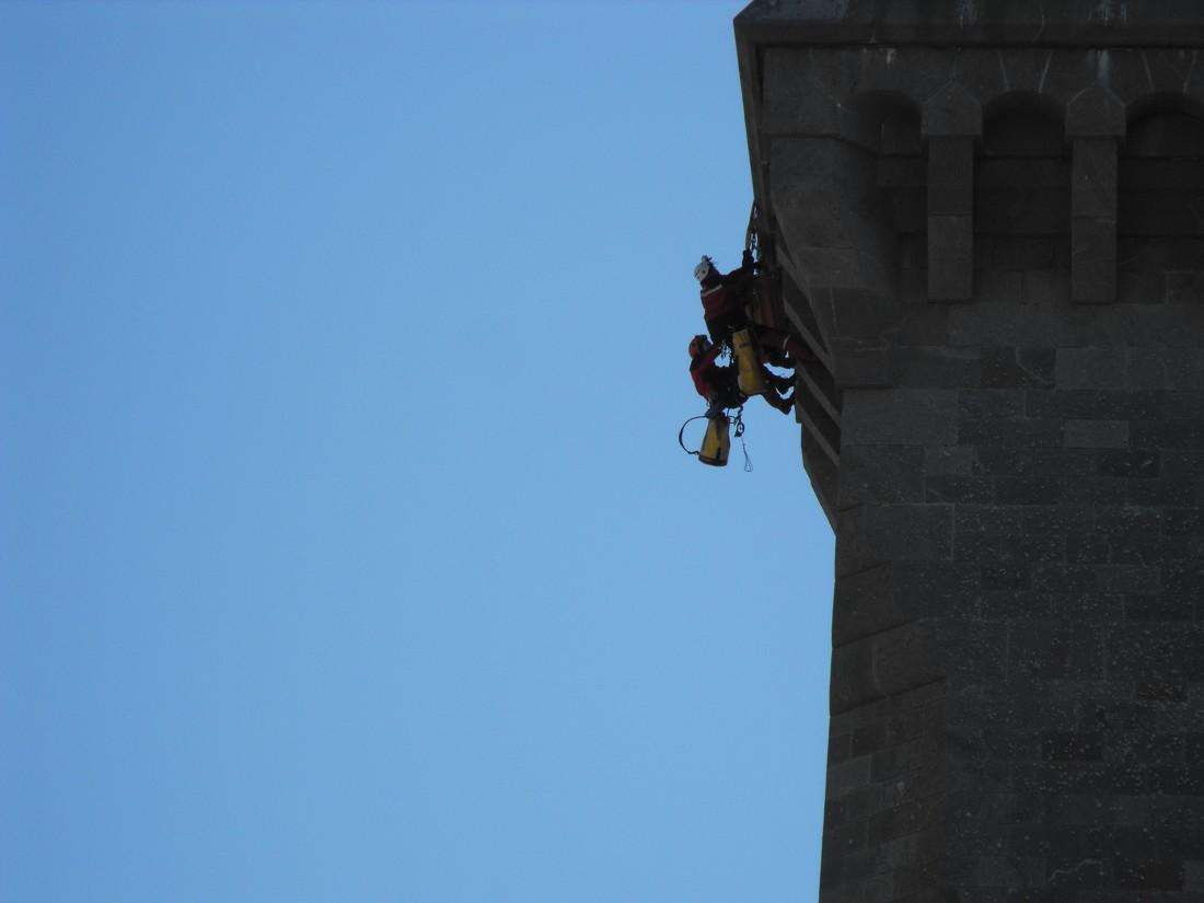 Le GRIMP 29 à l'entrainement sur le phare d' Eckmuhl (Penmarc'h) Grimp110