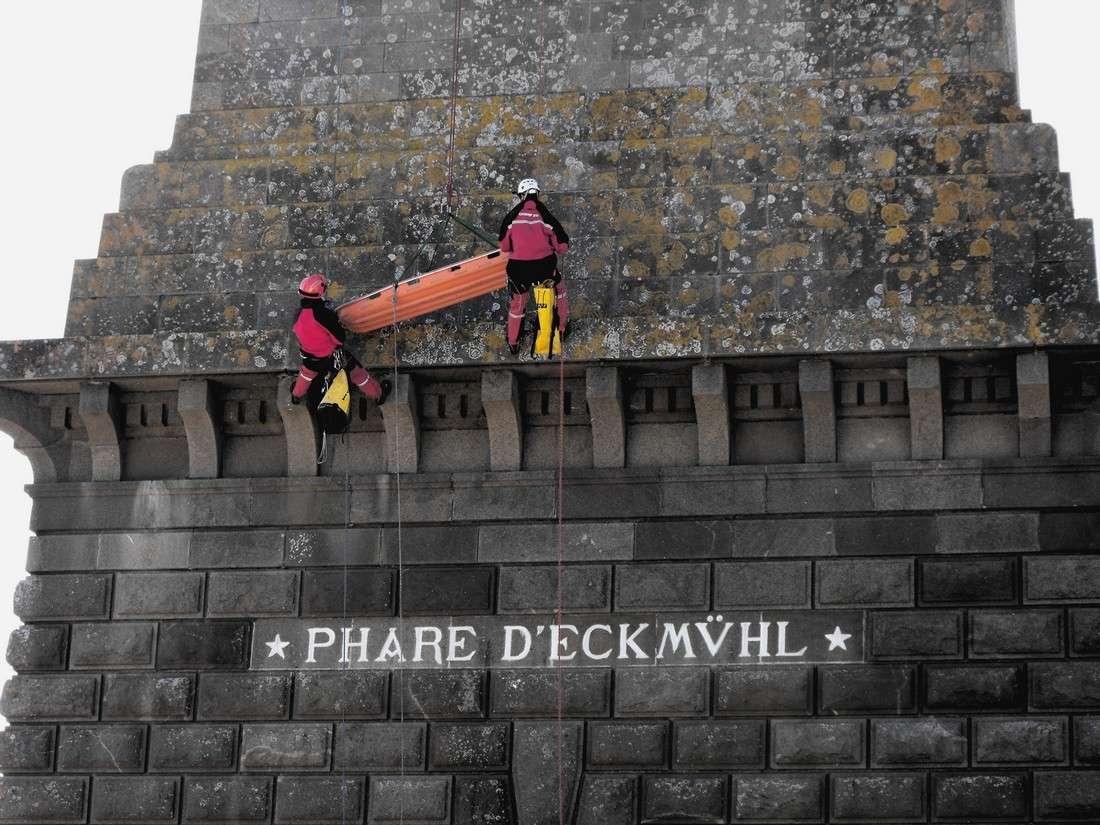 Le GRIMP 29 à l'entrainement sur le phare d' Eckmuhl (Penmarc'h) Grimp112