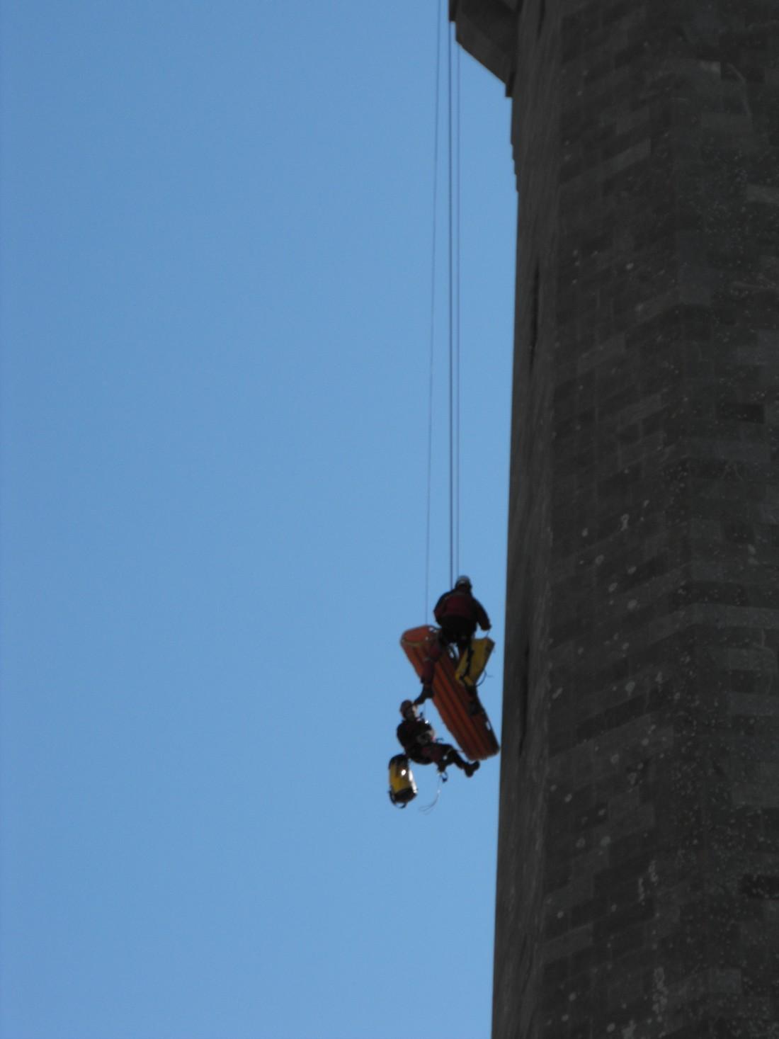 Le GRIMP 29 à l'entrainement sur le phare d' Eckmuhl (Penmarc'h) Grimp610