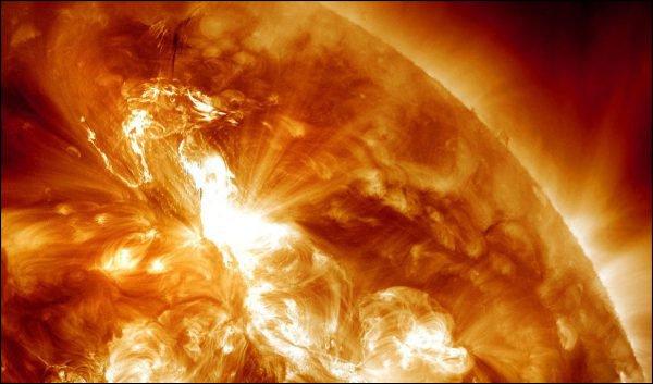 Éruption Solaire dangereuse en 2013 selon Nasa Topele10