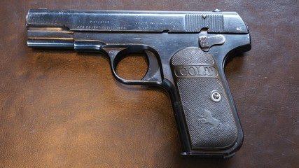 Du belge.....oui et non - Page 2 Colt_111