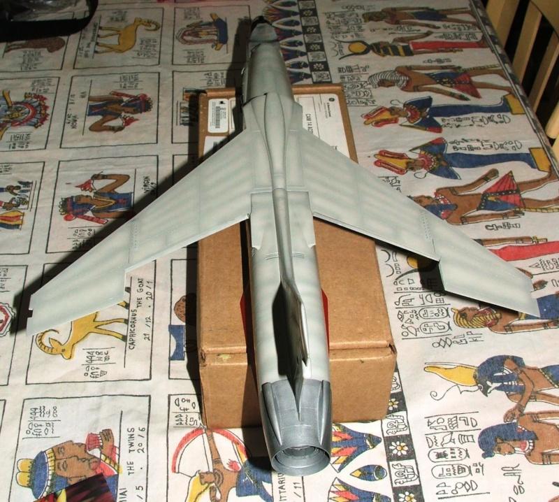 1/32nd F-8E Crusader - Page 8 Dscf2318
