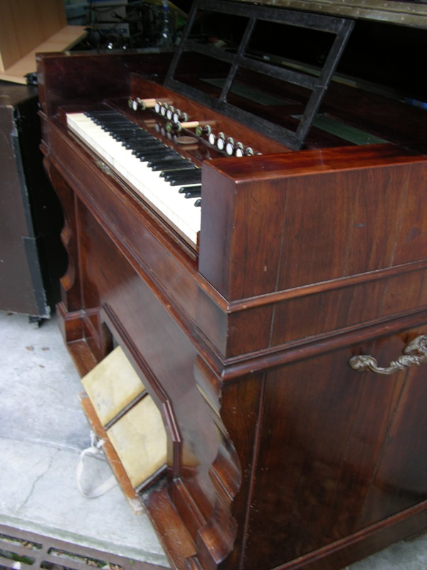 Un Mustel ancien modèle Harmon12