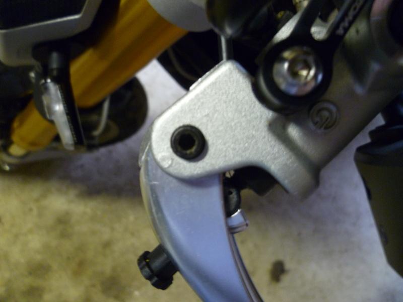 TUTO:remplacer ses leviers de frein et d'embrayage par des leviers Rizoma 00510