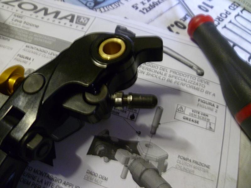 TUTO:remplacer ses leviers de frein et d'embrayage par des leviers Rizoma 01210