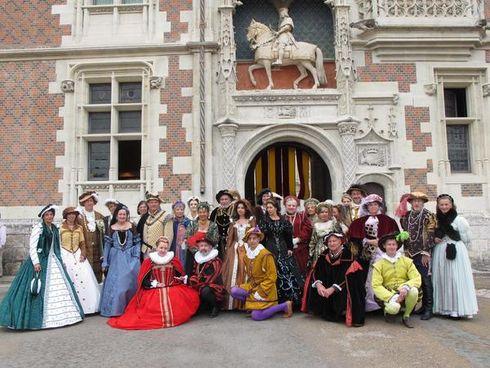 Presse du bal de Versailles - Page 3 11282310