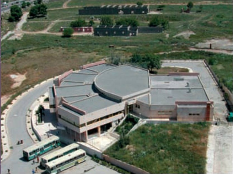 "L'institut d'architecture et d'urbanisme "" Zarzara"" Image410"