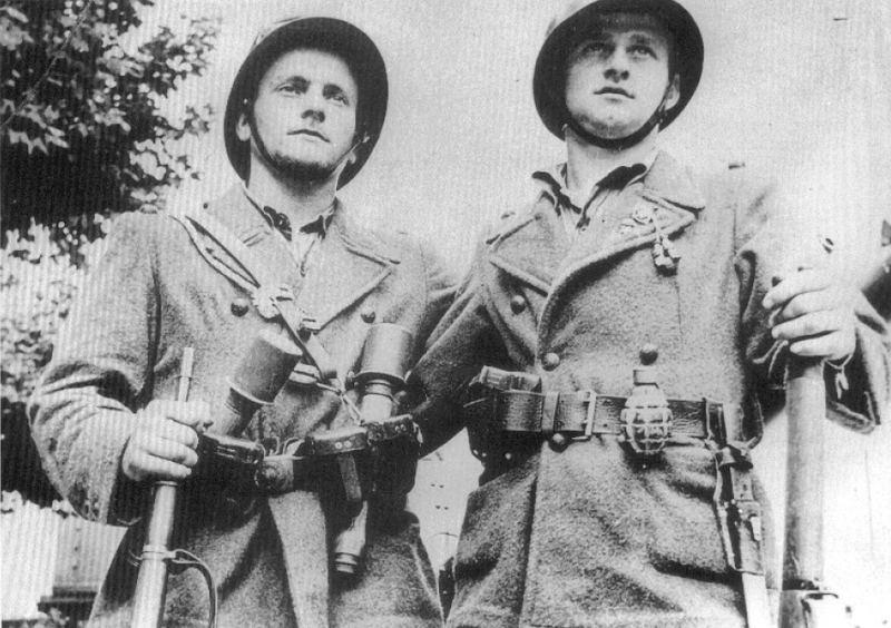 La tenue modèle 1941 / Armistice Fran0110