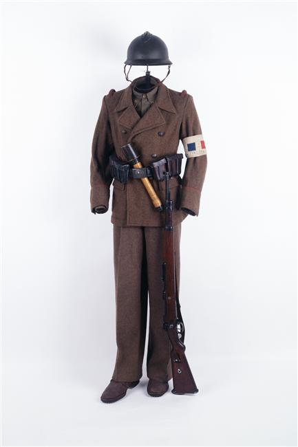 La tenue modèle 1941 / Armistice Manneq10