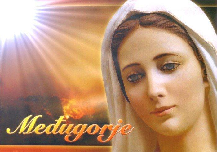 Chers enfants, aujourd'hui, je vous invite à prier et à jeûner à mes intentions 31727610