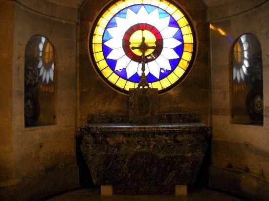 la chapelle expiatoire - Page 7 The-se10