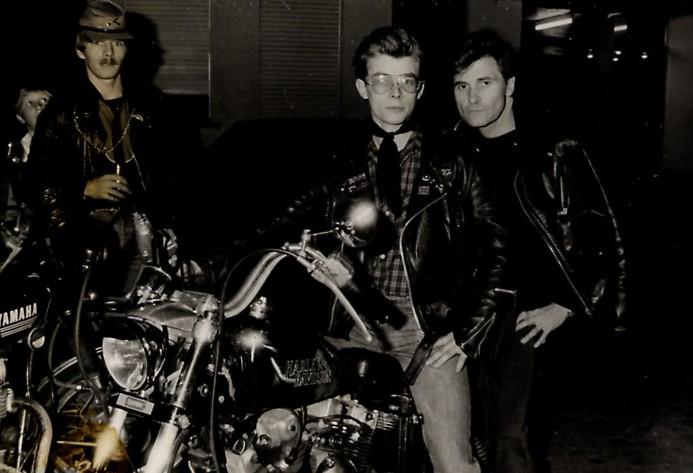 Ils ont posé avec une Harley - Page 39 11110