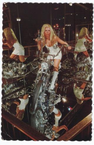 Ils ont posé avec une Harley, principalement les People Image_21
