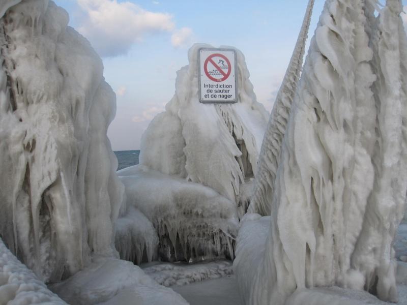 Tempête glacée au bord du lac Léman 533