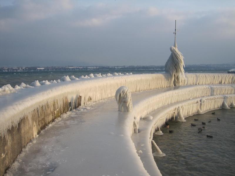 Tempête glacée au bord du lac Léman 635