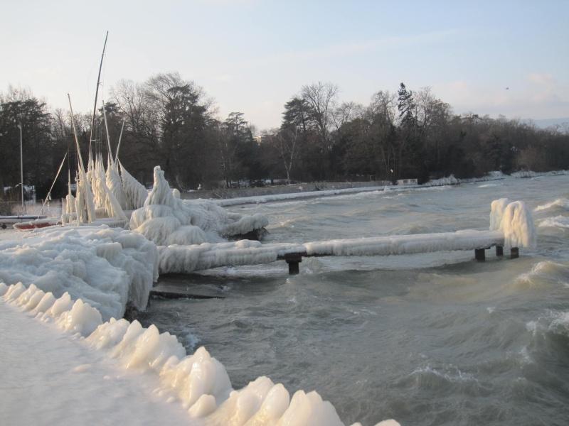 Tempête glacée au bord du lac Léman 730