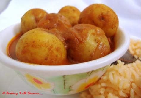 Potato Curry with Yogurt Gravy 12825210