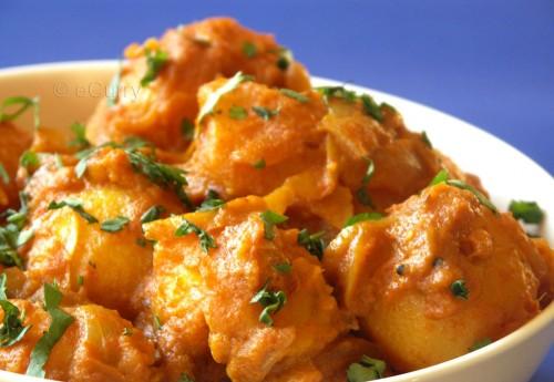 Potato Curry with Yogurt Gravy 12825310