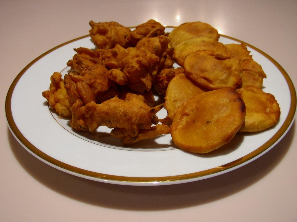 """Chicken Kebabs and Pakoras"" 14682910"