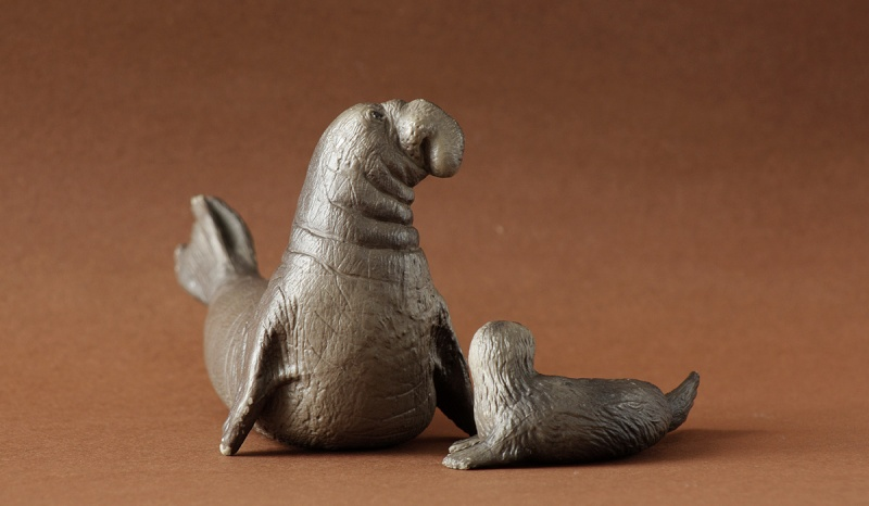 Wonderful gifts from Susanne! - Bullyland Sea elephants and Canary :D Elepha12