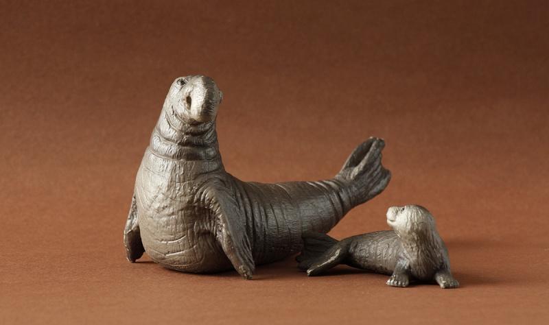 Wonderful gifts from Susanne! - Bullyland Sea elephants and Canary :D Elepha16