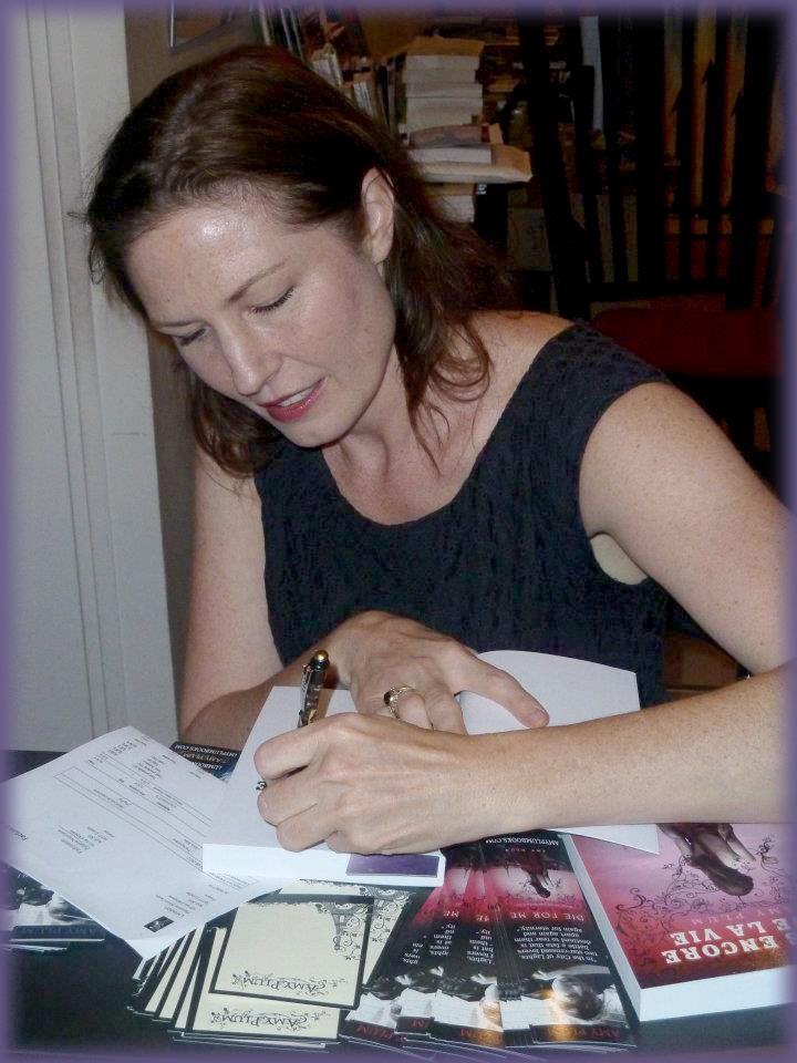 Rencontre avec Amy PLUM - Librairie l'Antre Monde 26 juin 2012 Amy_pl16