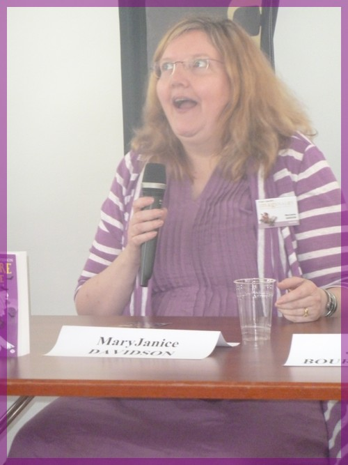 Rencontres magiques avec MaryJanice Davidson aux Imaginales 2012 P1040912