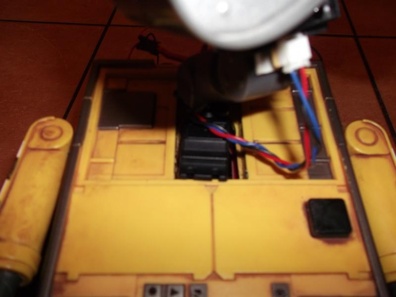 Préparation d'un robot Wall-e Dscf0125