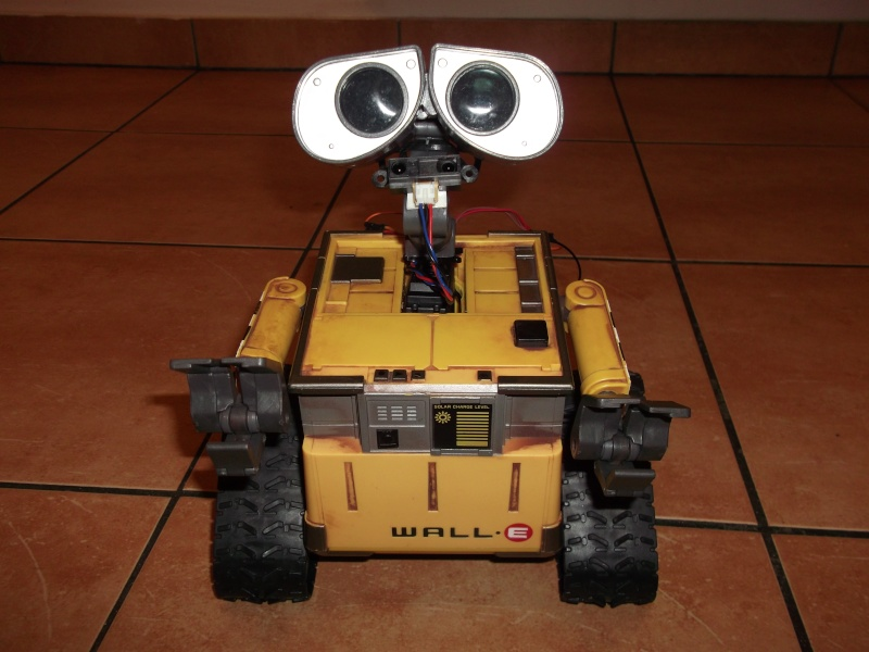Préparation d'un robot Wall-e Dscf0126
