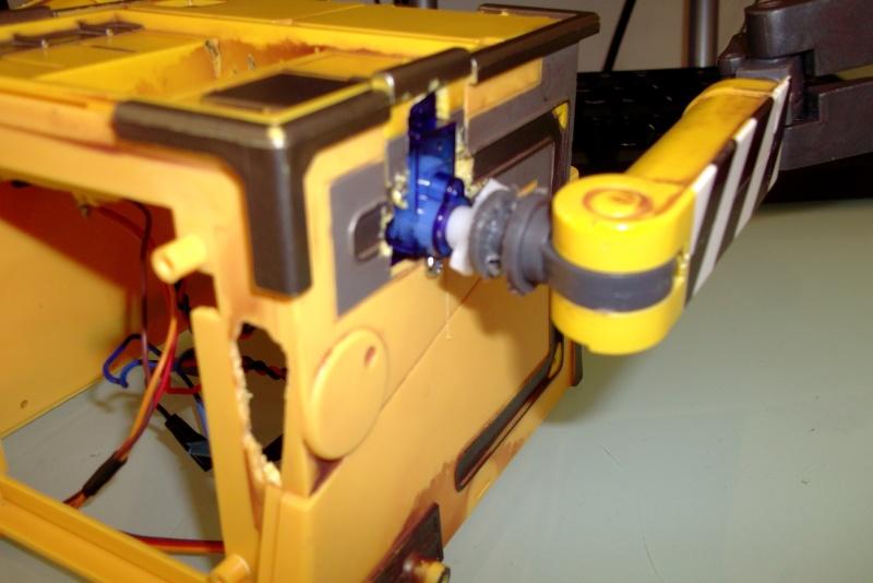 Préparation d'un robot Wall-e Dscf0350