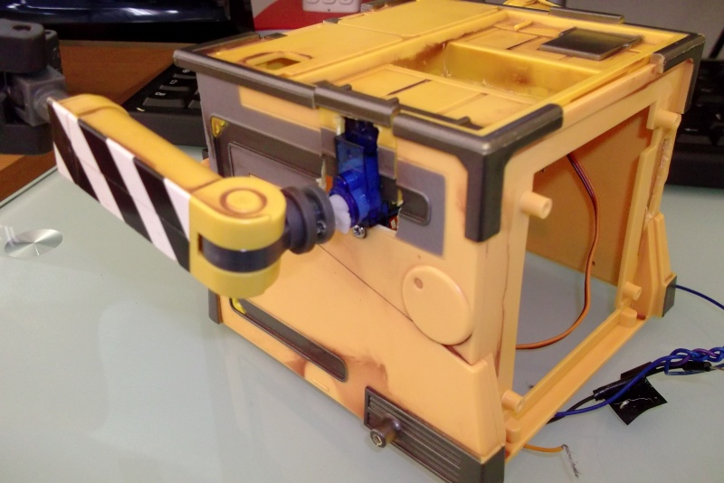 Préparation d'un robot Wall-e Dscf0351