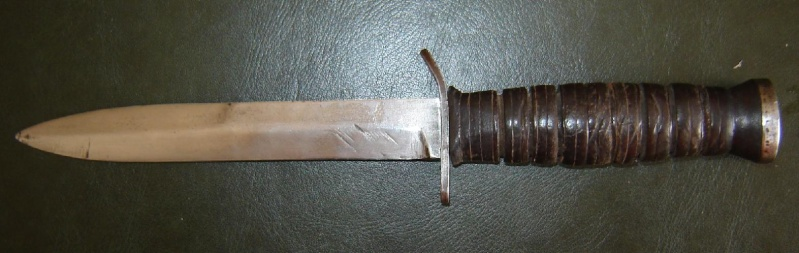 Le poignard USM3 (première partie complet) - Page 17 411