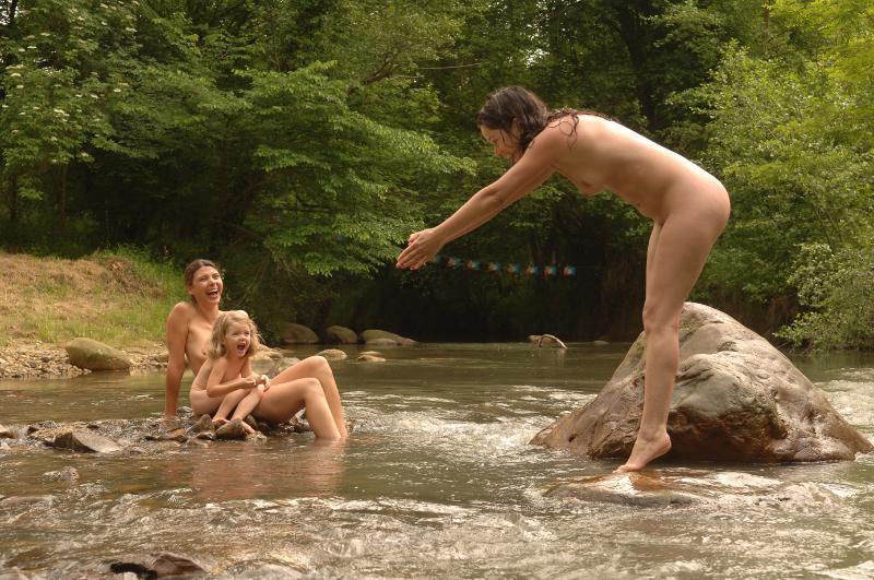 De belles photos naturistes d'ici et d'ailleurs! - Page 2 20082710