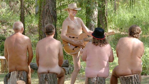 De belles photos naturistes d'ici et d'ailleurs! - Page 2 Nudist10