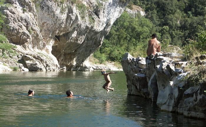 De belles photos naturistes d'ici et d'ailleurs! - Page 2 Templi10