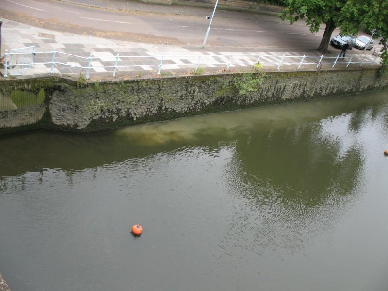 Sewage flowing in to Thames at Twickenham Bridge Img_8614