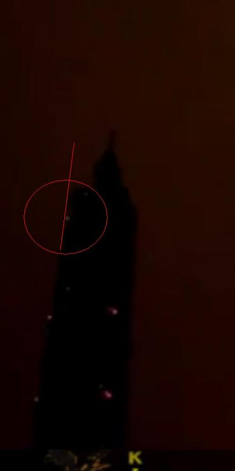 Un OVNI s'invite aux feux d'artifice du Nouvel An 2012 à Taipei (Taiwan) - Page 4 Lumier10